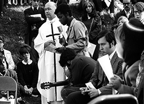 Image of college students participating in Peace Mass during Vietnam War.