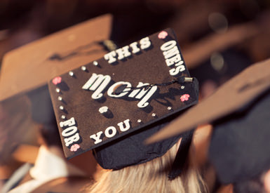 Graduation cap decoration thanking parents