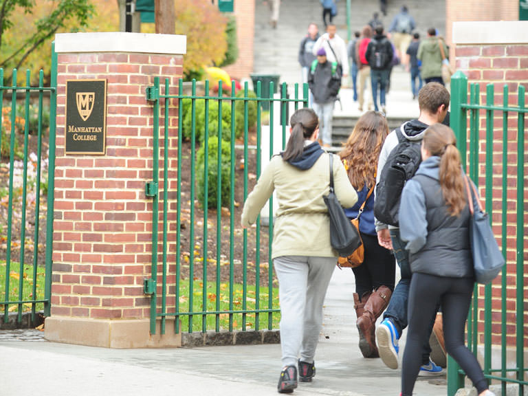 Students entering campus