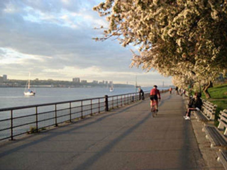 Cycling on Hudson River Greenway