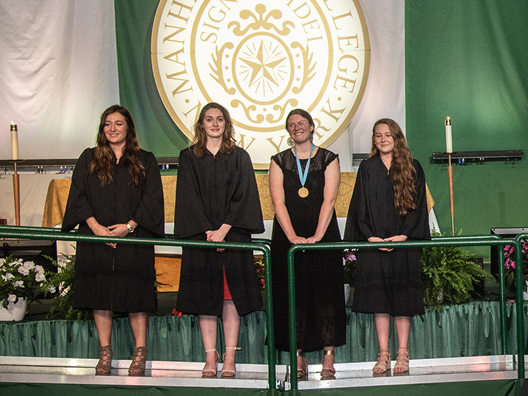 Seniors pursuing service opportunities honored at Mass
