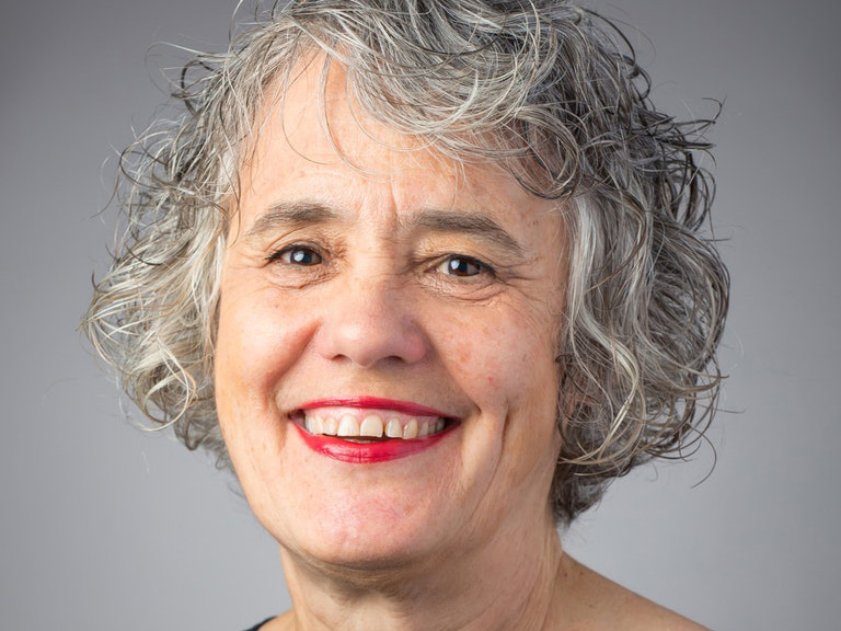 Portrait photo of Julie Leinginer Pycior